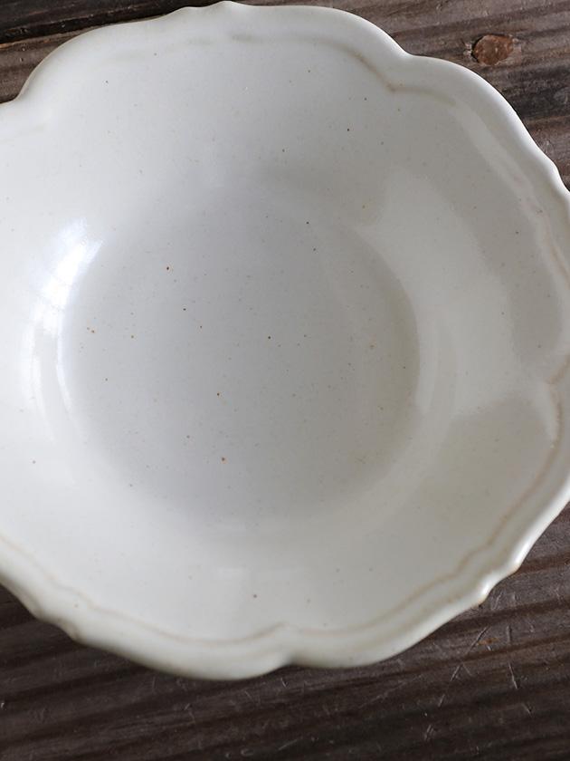 Awabi ware輪花皿S白磁