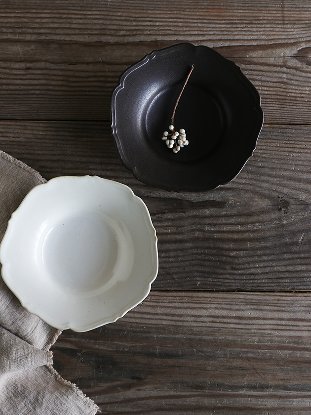 Awabi ware輪花中深皿白磁