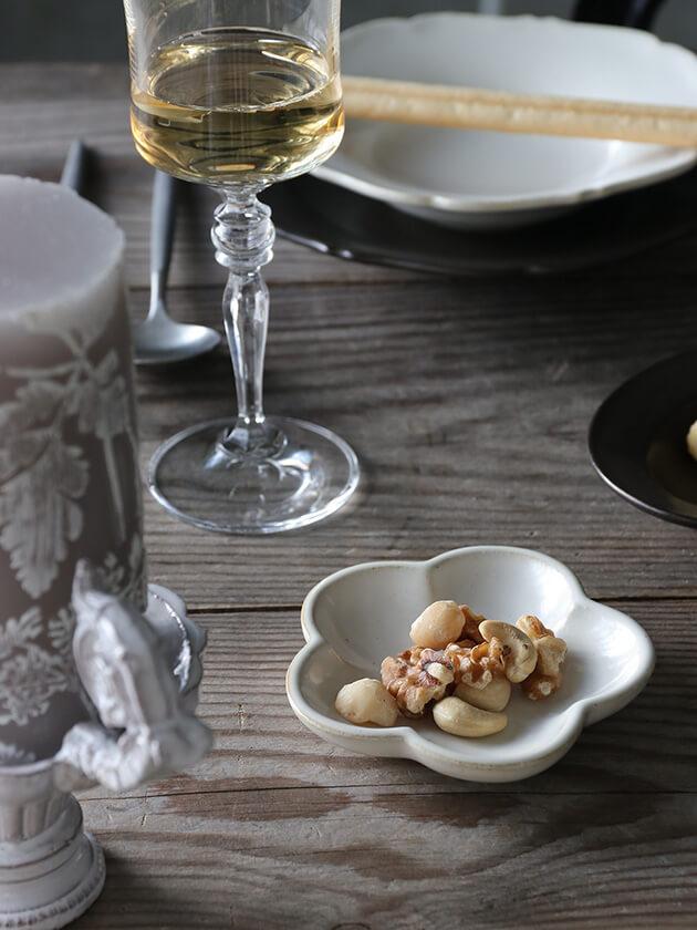 Awabi ware花型豆皿白磁