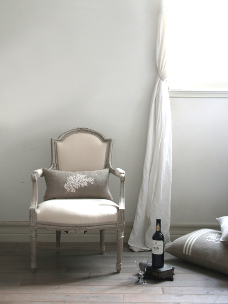 Anne Beckerリネンクッションブランチホワイト50x25cm(中綿付き)