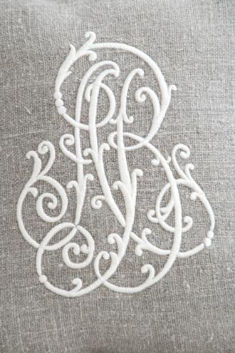 Anne Beckerリネンクッションモノグラムホワイト40x40cm(中綿付き)