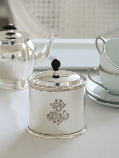 Royal Familyシルバーオーバルボックス