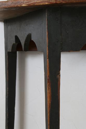 Gustavian Antique 半円テーブルブラックレッグ