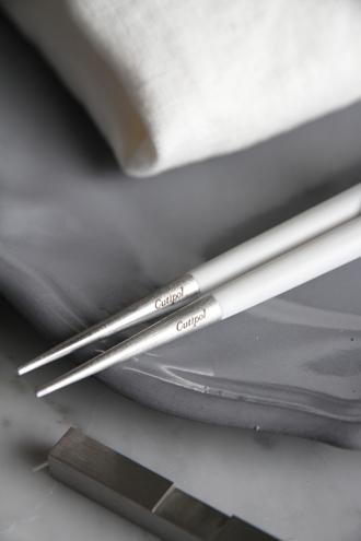 Cutipol 箸&箸置きセットGOA WHITE x SILVER