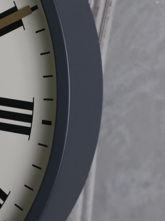 NEW GATEウォールクロックMR BUTLERグレー/クリーム45cm
