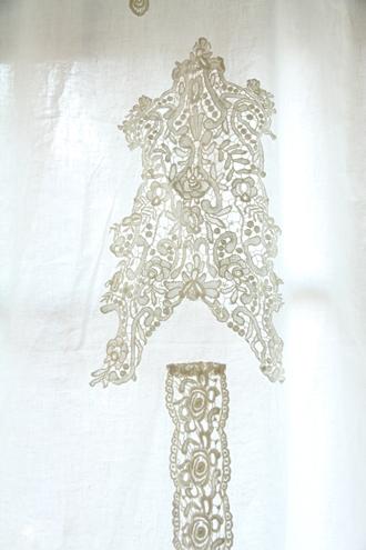 Amandine de Brevelayカーテン BOUDOIR140x230cmアイボリー