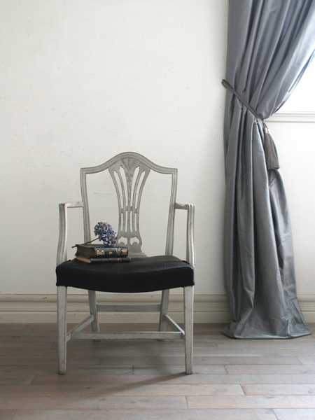 Gustavian Antiqueグレーアームチェア