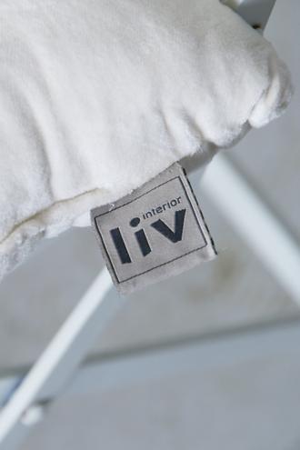 liv interiorスクエアパッドエクリュ(中綿付き)