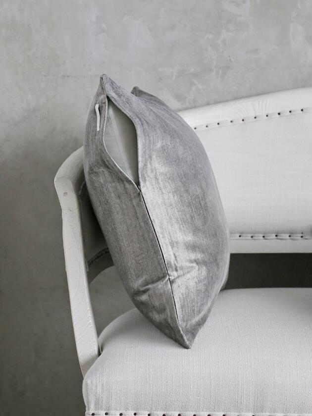 ML FabricsクッションカバーFloydベルベットライトグレー50x50cm