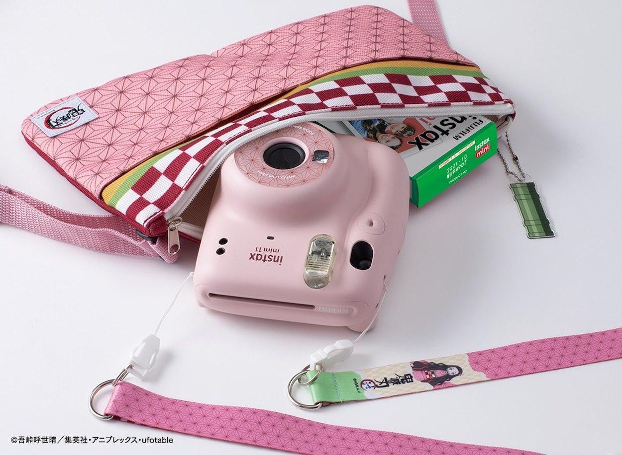 """第2回【抽選予約販売】FUJIFILM インスタントカメラ""""チェキ"""" instax mini 11「鬼滅の刃」限定 BOX"""