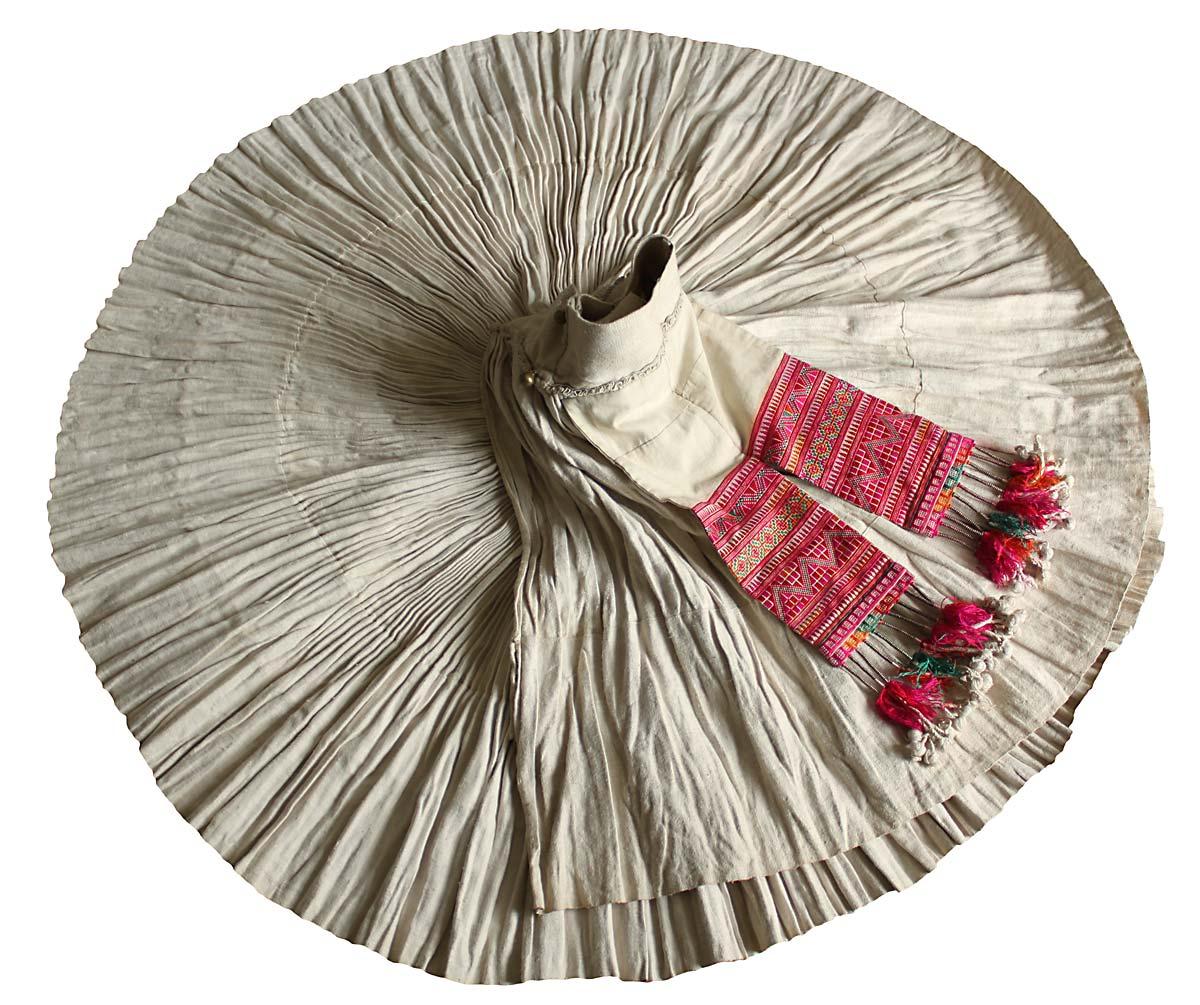 白モンのアコーディオンプリーツ生成ヘンプ巻きスカート