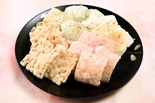 【期間限定10%OFF】 福井県産もち米使用 羽二重かき餅(中缶)