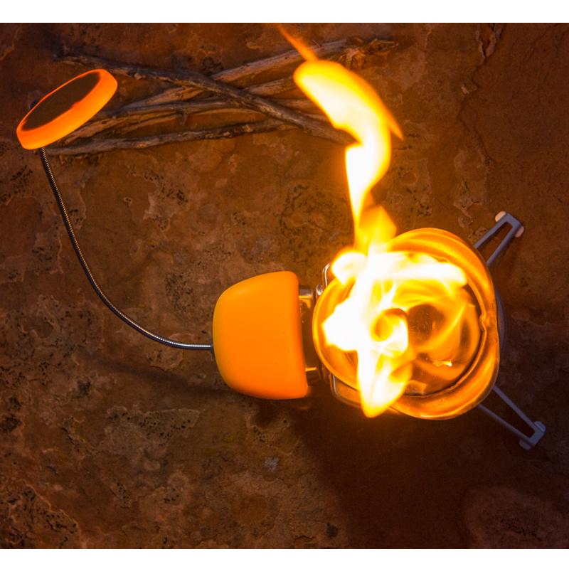 BioLite(バイオライト)キャンプストーブ2 with フレックスライト(スライド缶入り安全マッチ×1個付、燃料(ペレット)付)