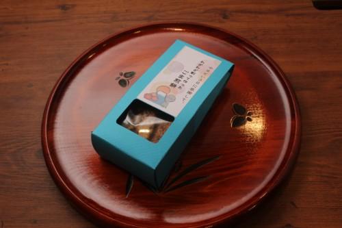 手焼煎餅 わざわざ割って作ったごま煎餅(三角カートンギフト)
