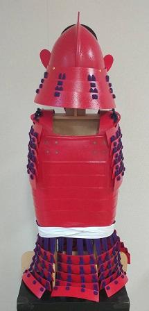 鎧・兜 組立キット 赤色二枚胴具足 武将『桃形』        鋳物風 塗装仕上げ