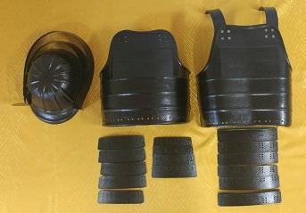 鎧・兜 組立キット 黒色二枚胴具足 武将『桃形』           鋳物風 塗装仕上げ