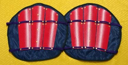 フルセット甲冑組立キット 子供用 赤色二枚胴具足         鋳物風塗装仕上げ
