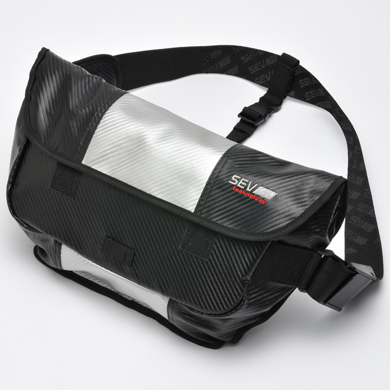 SEV セブメッセンジャーバッグ (ブラック×シルバー)