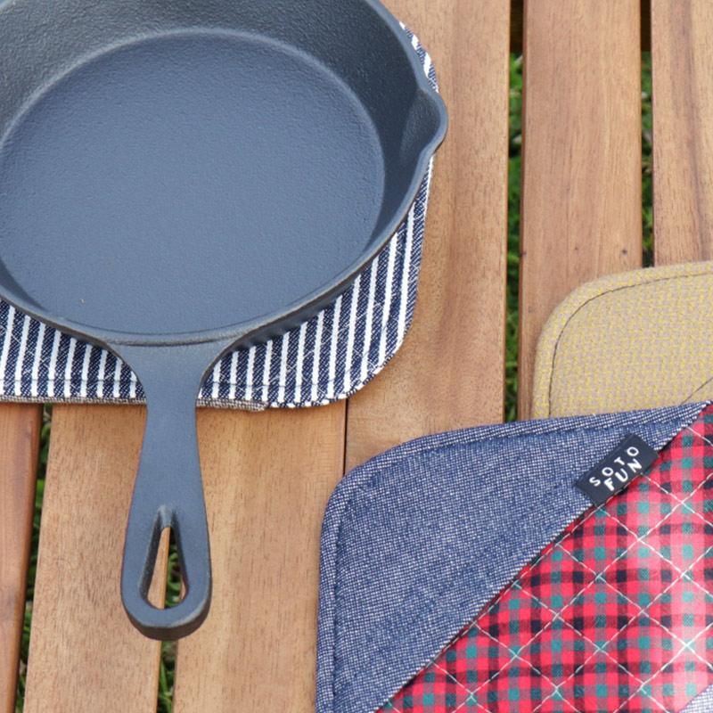 鍋敷きにも、鍋つかみにもなるから便利。洗えるからきれいを保てる、布製鍋敷き