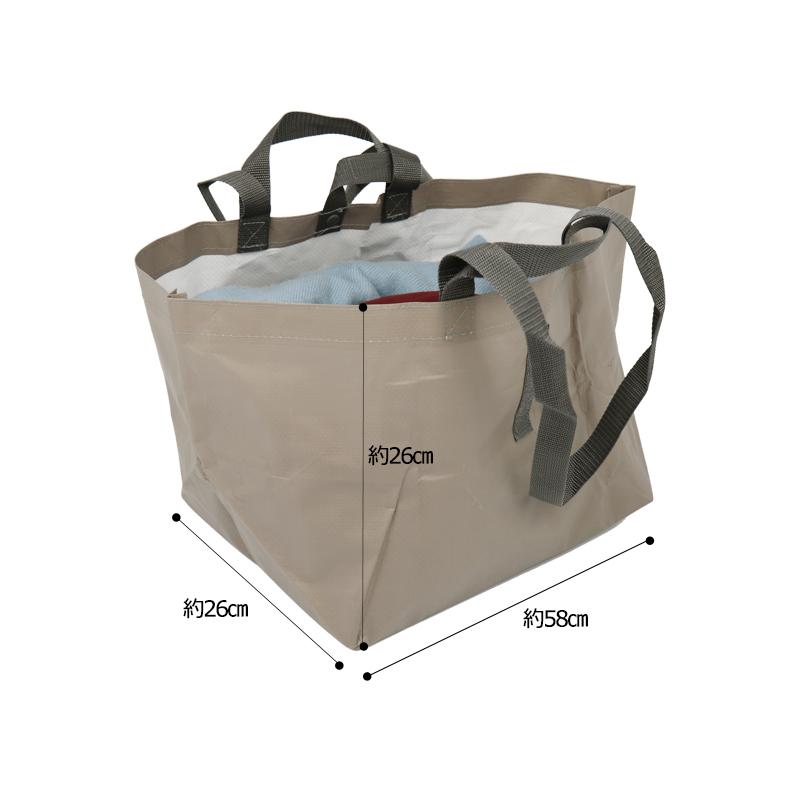 太めのマチで出し入れしやすい、たくさん入るビニール素材のバッグ レジャーやアウトドア、キャンプに便利