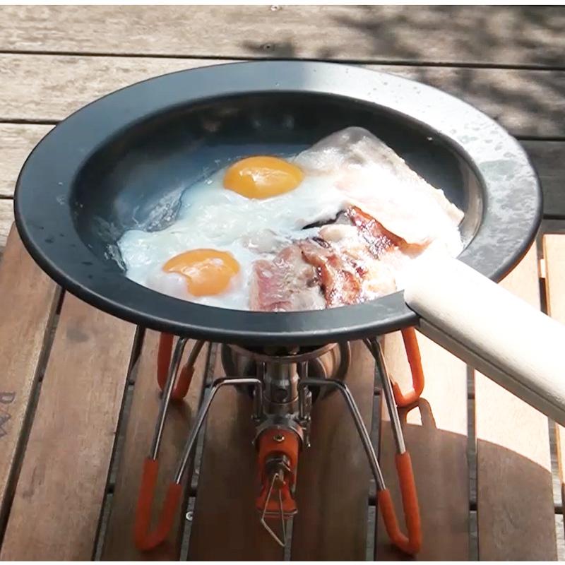 フライパンがそのままお皿になる、「つくる」と「たべる」が一つになる。鉄のフライパン、JIU 【M/ブナ】