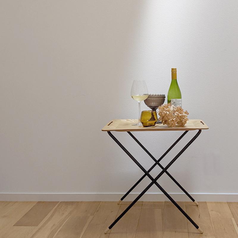 家でも外でも使えるおりたたみテーブル 気軽に持ち出せて、組み立てもシンプルでかんたん フォールディングテーブル
