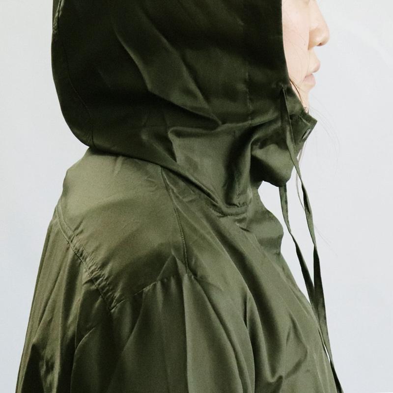 携帯に便利な収納バッグつき、トレンチコートの様なシルエットでシンプルに着こなせるなレインコート  自転車での通勤に便利 レインウェア はっ水 撥水 雨具 かっぱ
