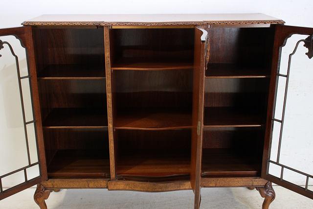 bk-24 1940年代 イギリス製 アンティーク クイーンアンスタイル ウォルナット 3ドア ブックケース 本棚 書棚