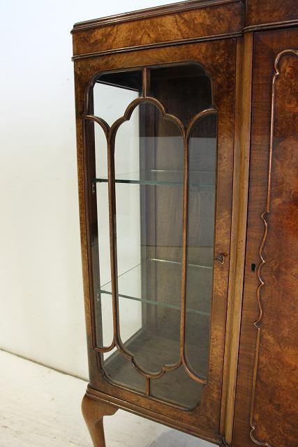 ce-100 1950年代 イギリス製 アンティーク クイーンアンスタイル ウォルナット 3ドア キャビネット