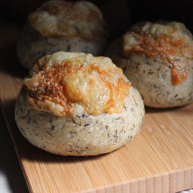 海の天然酵母アカモクチーズパン