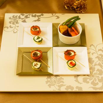 唐草角皿(オフホワイト)