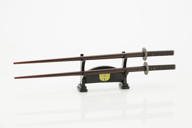腹が減っては戦はできぬ!侍箸 日本刀「西郷隆盛」(刀掛台型箸置き付) GY369