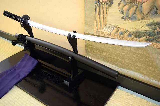 [空想刀-高級模造刀]  逆刃刀・黒石目鞘 -SAKABATOU Ishime- 高級仕様 しのびや特製刀剣証明書・クリーニングクロス・刀袋セット   数量限定即納品!