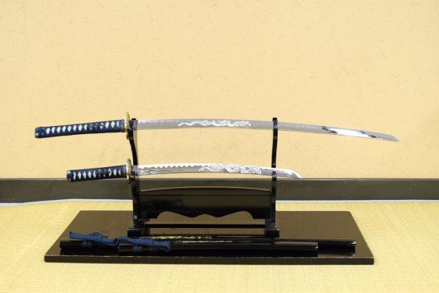 模造刀-美術刀 彫金 竜紺セット(大刀・小刀セット)刀身竜彫 しのびや特製刀剣証明書・クリーニングクロスセット  限定1セット!