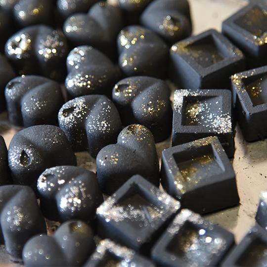 炭のチョコラ 消臭剤  12個入り 湿気取り アロマプレート おしゃれ チョコみたい ギフト インテリア雑貨