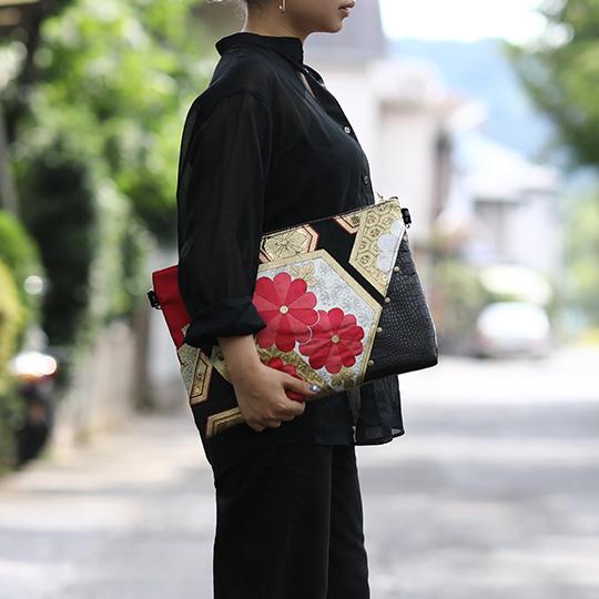 帯リメイククラッチバッグ 着物 和装 作家 手作り 華やか 内ポケット付き 黒系 和柄 一点物