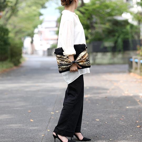 帯リメイクリボンクラッチバッグ 着物 和装 作家 手作り 華やか ショルダー紐付き 内ポケット付き 黒系 和柄 一点物