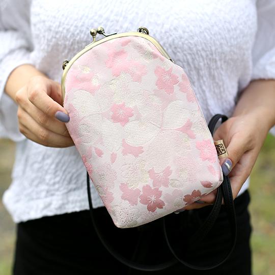 ショルダースマホケース 和モダン 小さいバッグ がま口 金蘭生地使用 手作り リメイク作家 黒系 ピンク系 和柄 柄はおまかせ