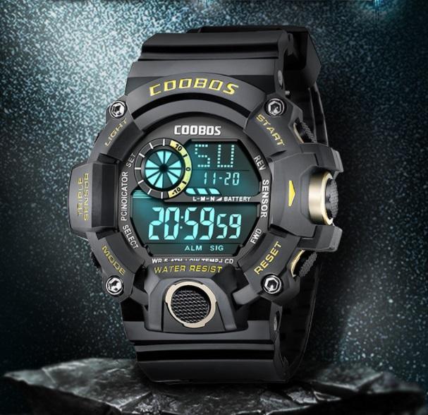 新品 送料無料 デジタル腕時計多機能 キッズ(ボーイズ)から大人まで 黒金