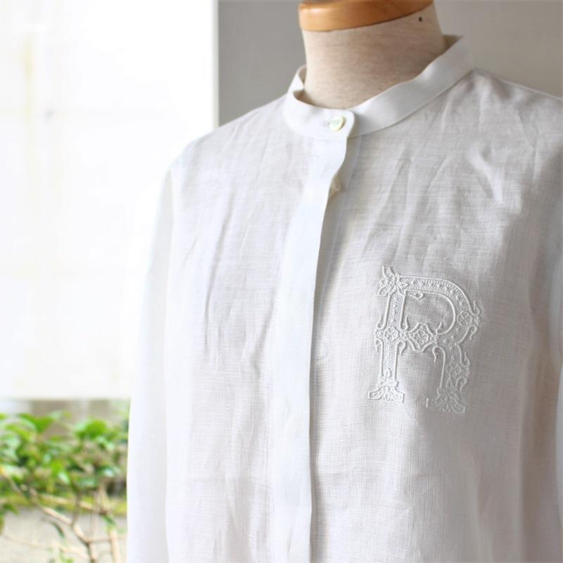 R&D.M.Co- オールドマンズテーラー 刺繍スタンドカラーシャツ
