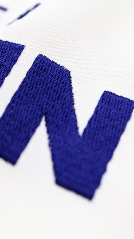 50%off SALE! セール AKIRA NAKA アキラナカ BERLIN 刺繍プルオーバーAR1716OW