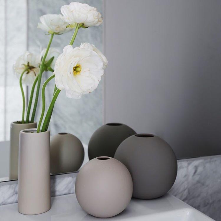 Cooee Design ボールフラワーベース 10cm サンド 花びん 北欧 スウェーデン