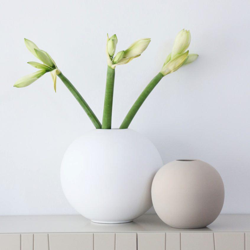 Cooee Design ボールフラワーベース 20cm サンド 花びん 北欧 スウェーデン