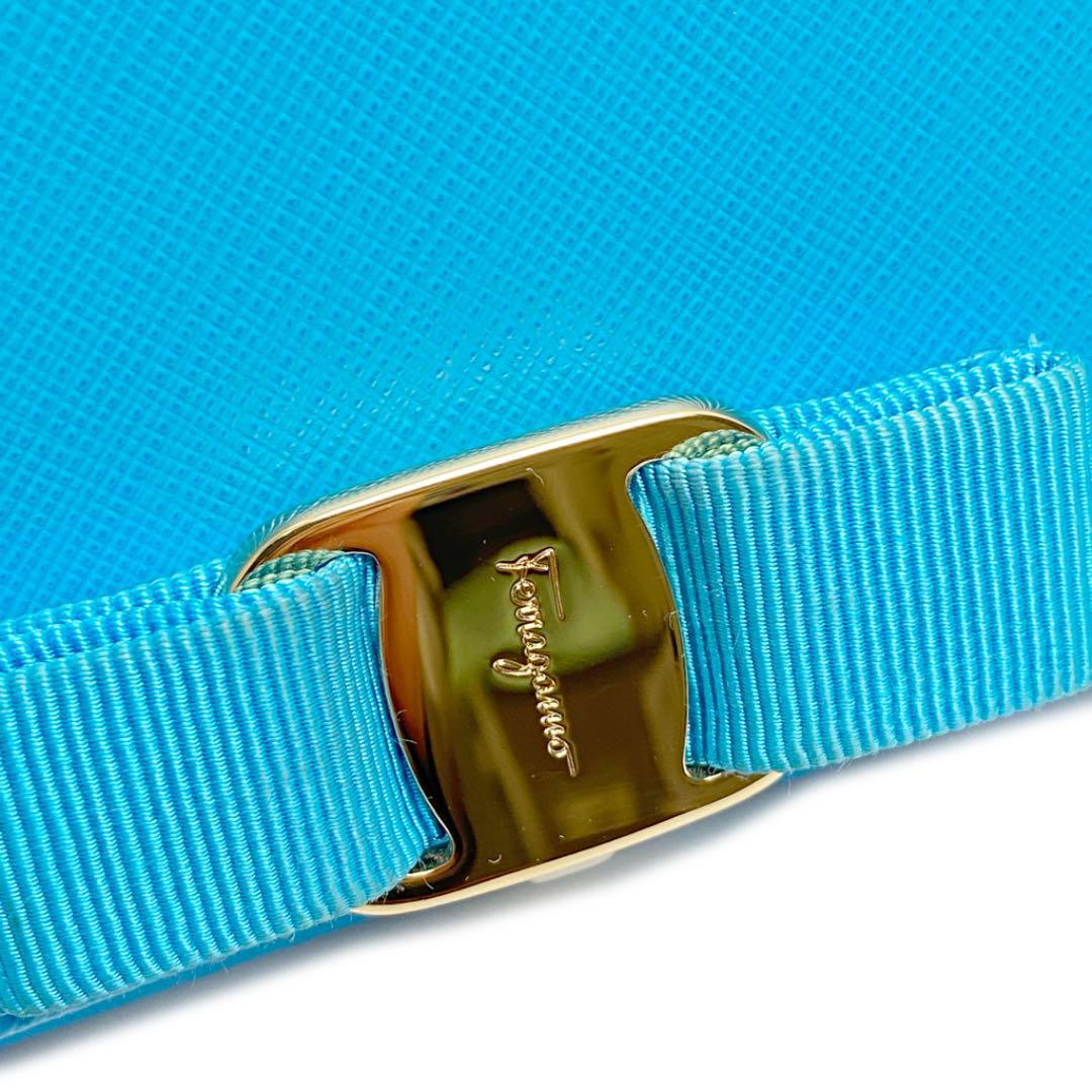 Salvatore Ferragamo サルバトーレ・フェラガモ ヴァラクリップ 二つ折り長財布 レザー ターコイズブルー ゴールド金具