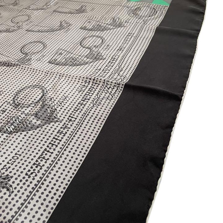 HERMES エルメス スカーフ カレ90 『TETES DE CHEVAUX CORNES D'ATTELLES』 シルク グレー グリーン系