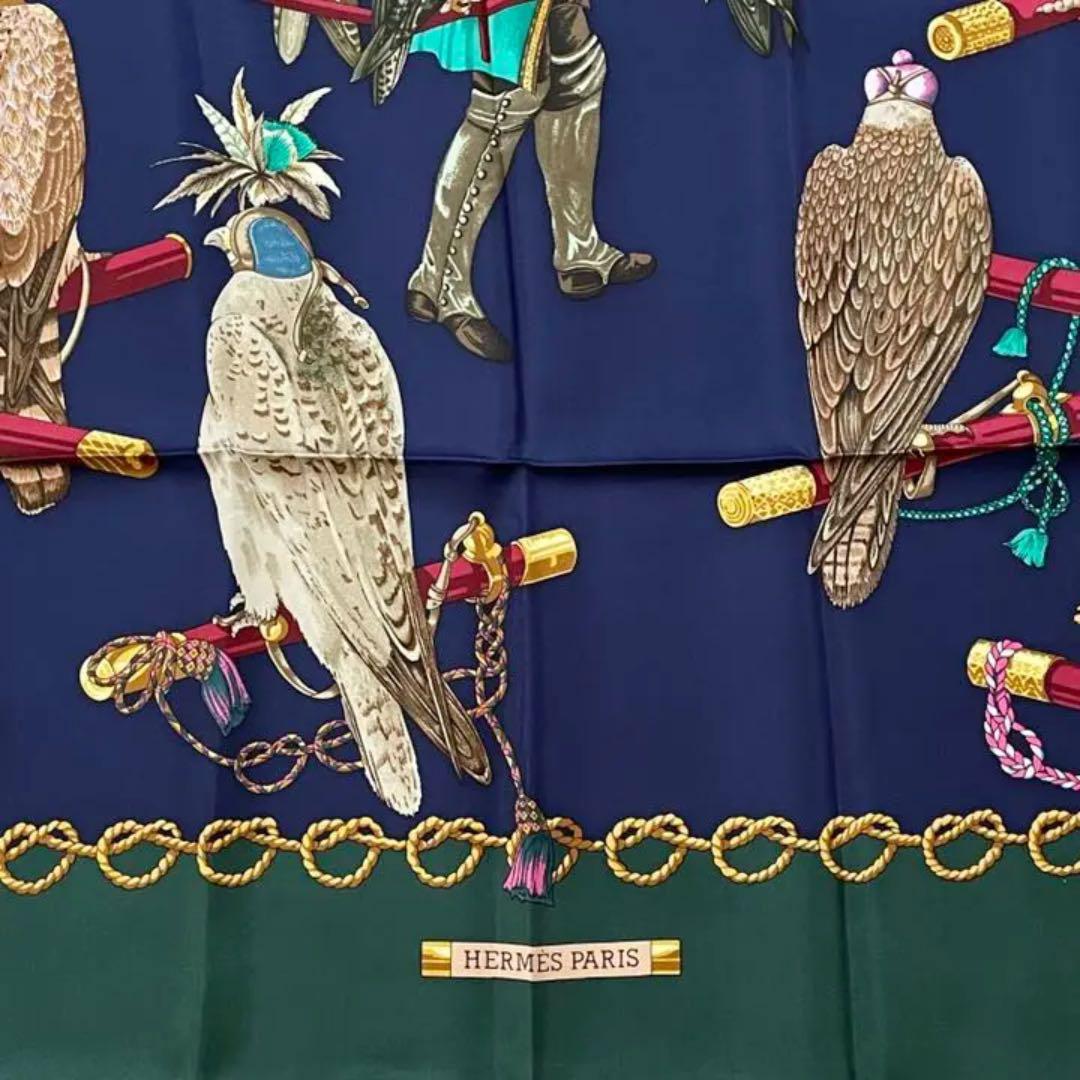 HERMES エルメス スカーフ カレ90 『LES OISEAUX DU ROY(王の鳥たち)』 シルク パープル グリーン系