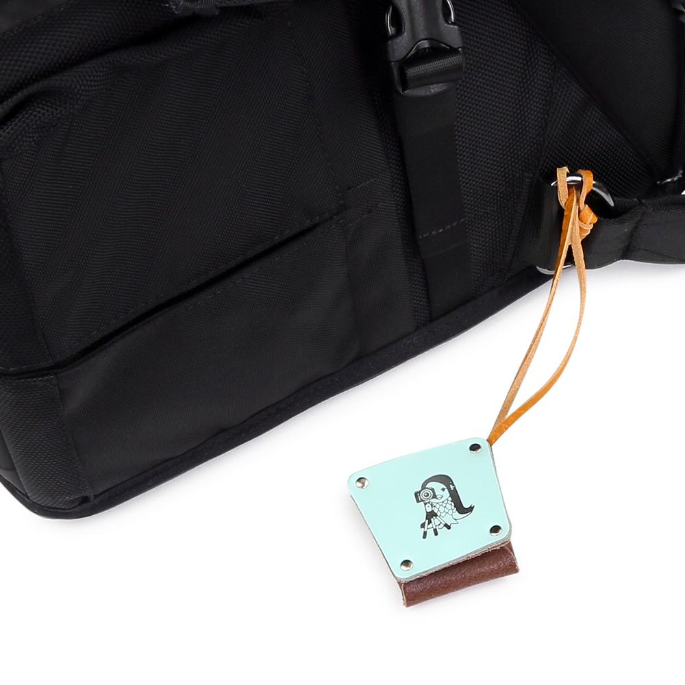 「写真が趣味のアマビエ」のバッグチャーム ライトブルー
