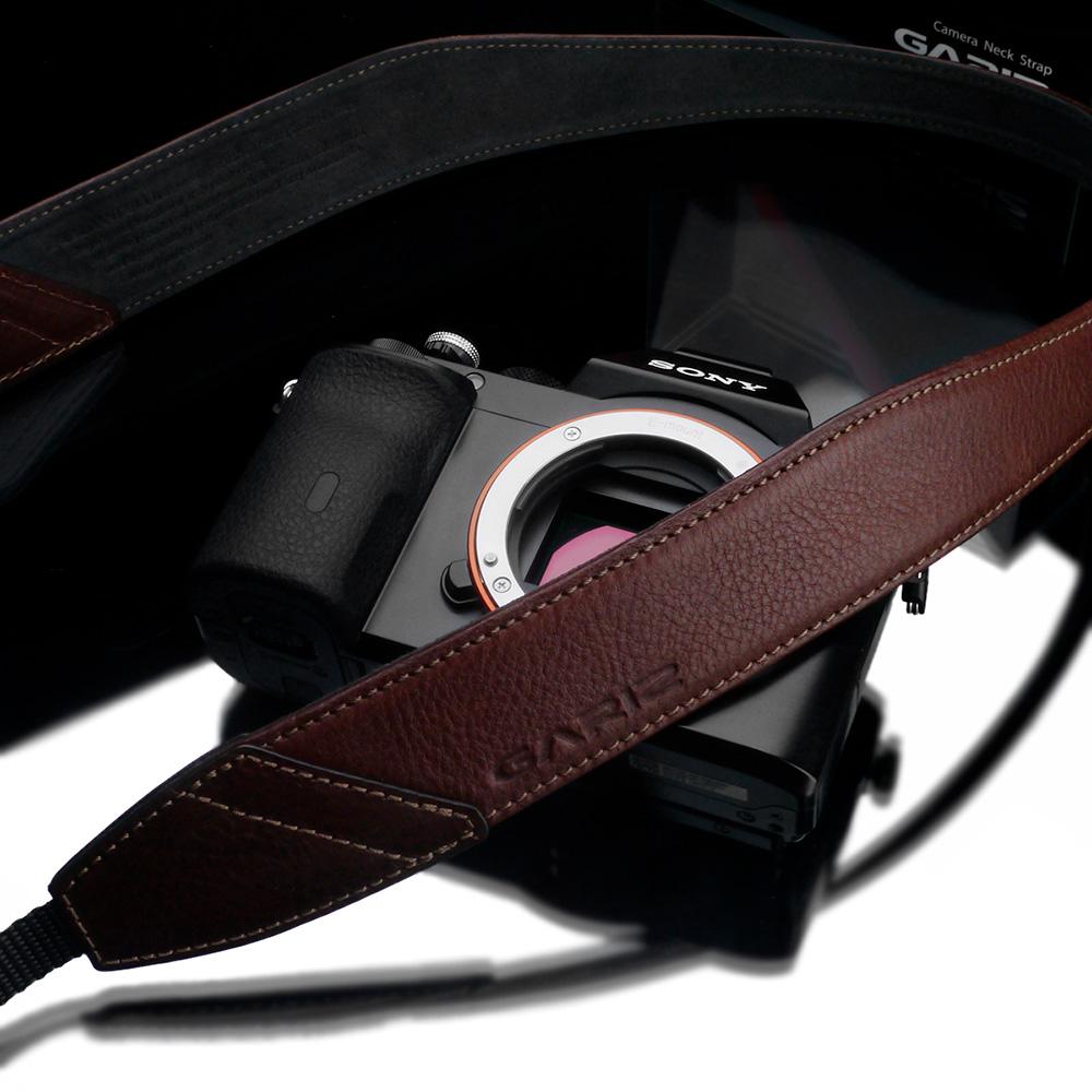 GARIZ Italian Leathere with Alcantara カメラネックストラップ AT-DSLABR ブラウン