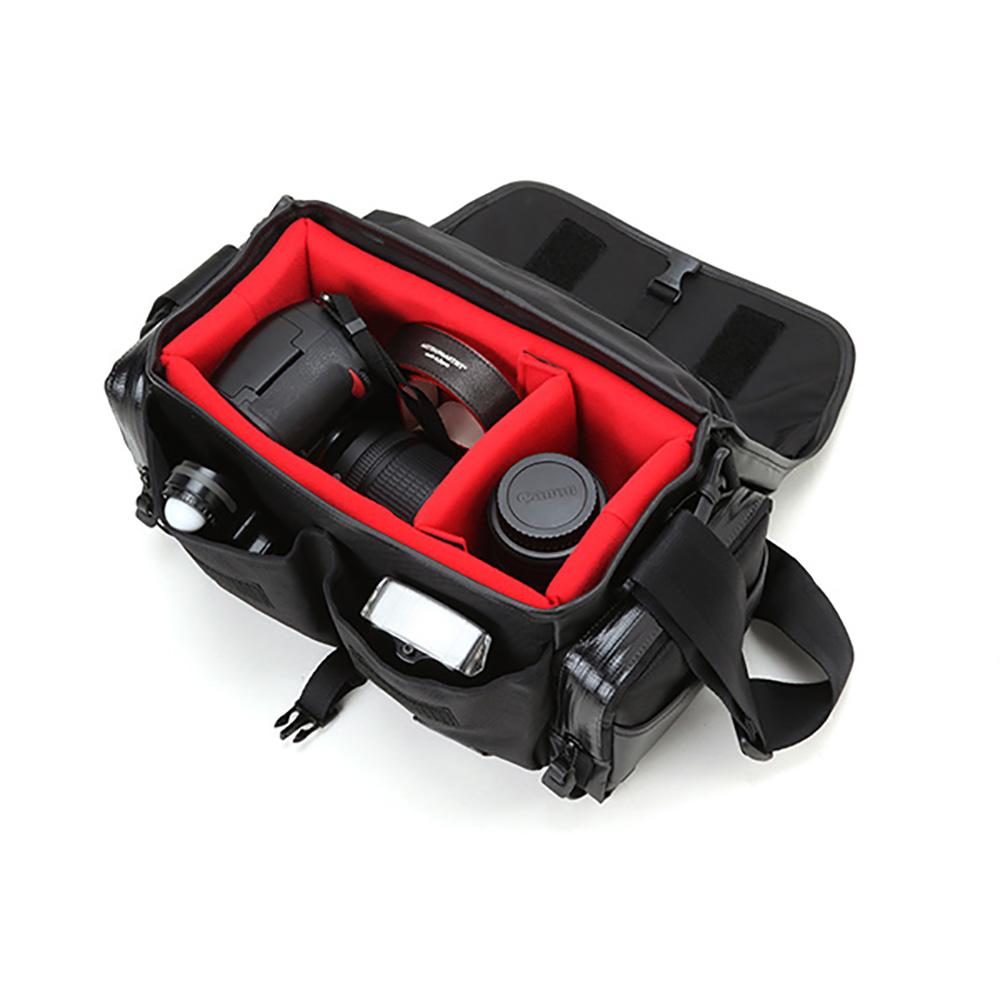 ARTISAN&ARTIST レンズ付一眼レフ(ミドルモデル)+換えレンズ1本を収納するスポーティなカメラバッグ(ウォータープルーフ・ビビッド) WCAM-8500N