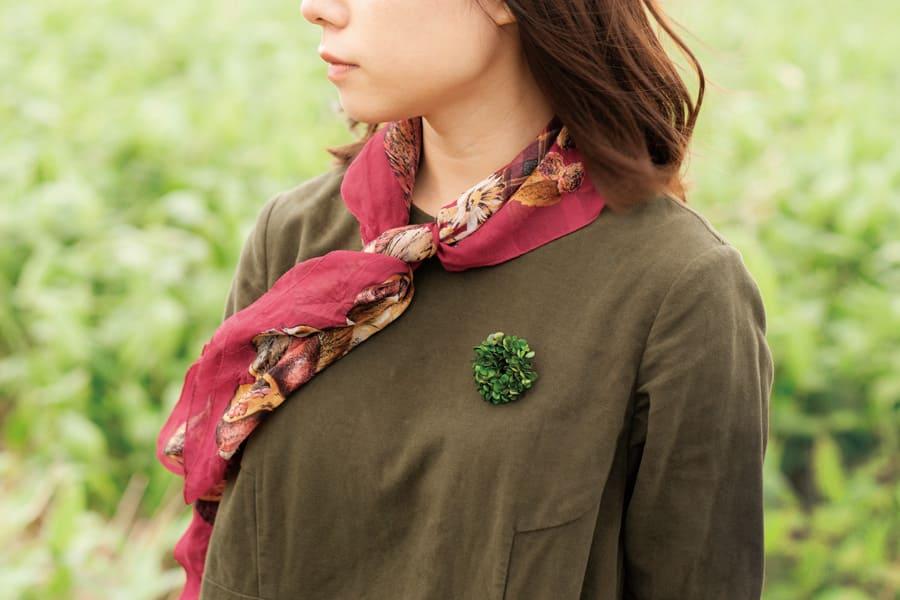 クローバーの革製ブローチ